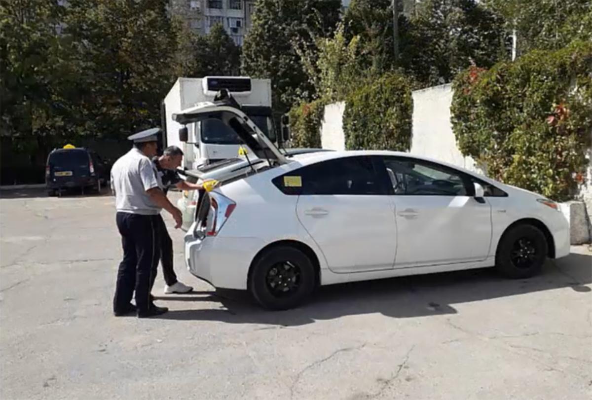Неисправные тормоза и фары, трещины на стеклах. Что показали проверки вслужбах такси