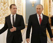 Путин в день рождения повысил зарплаты себе иМедведеву