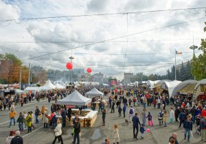 Как центр Кишинева превратился в «Город вина». Фоторепортаж