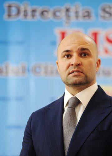 «Мы учимся на своих ошибках». Один день с кандидатом в мэры Кишинева Владимиром Чеботарем