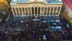 В Тбилиси проходит многотысячный протест против провала избирательной реформы