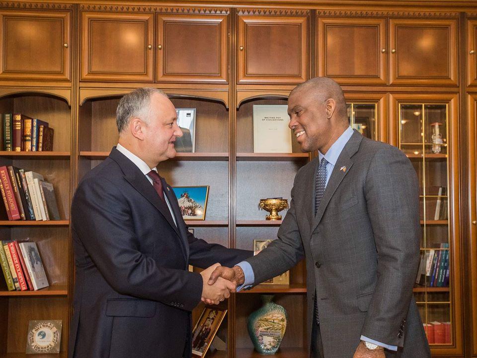 Додон рассказал послам США иЕС овозможной отставке правительства Санду