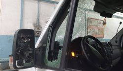 В Кишиневе мужчина с ломом напал на машину скорой помощи