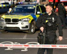 Полиция сообщила подробности нападения наЛондонском мосту. Погибли два человека, трое ранены