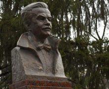 ВКишиневе наАллее классиков установили бюст Думитру Матковски