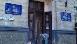 Дело мести. В Кишиневе мужчина разбил входную дверь в здании…