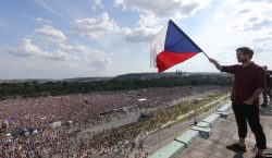 ВПраге 250тыс. протестующих требовали отставки премьер-министра