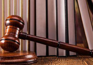 """Cinci judecători anchetați în dosarul """"Laundromat"""" vor fi repuși în funcție și li se va achita salariul pentru patru ani"""