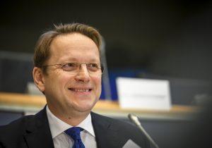 Назначенный еврокомиссар Вархели: «ЕСприостановит финансовую помощь, если реформы не продолжатся»