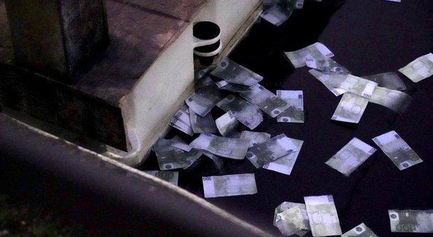 FOTO Râu cu bancnote de 100 euro, la Milano. Cum au reacționat trecătorii