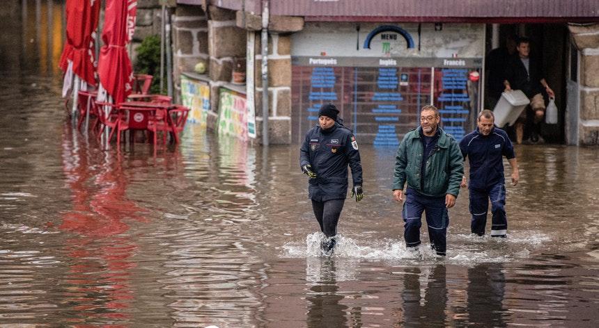 НаИспанию иПортугалию обрушился ураган «Эльза». МИДЕИ предупредило, вкакие районы ездить опасно