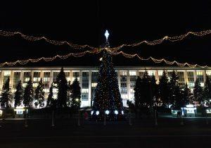 С 4 декабря новогодние карусели на площади будут бесплатными для детей. Но только в определенные часы