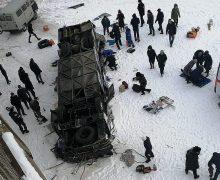 В России автобус с пассажирами сорвался с моста. 20 человек погибли, 18 пострадали