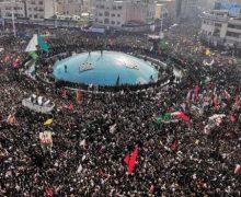В Тегеране прощаются с генералом Сулеймани. На улицы вышли сотни тысяч человек