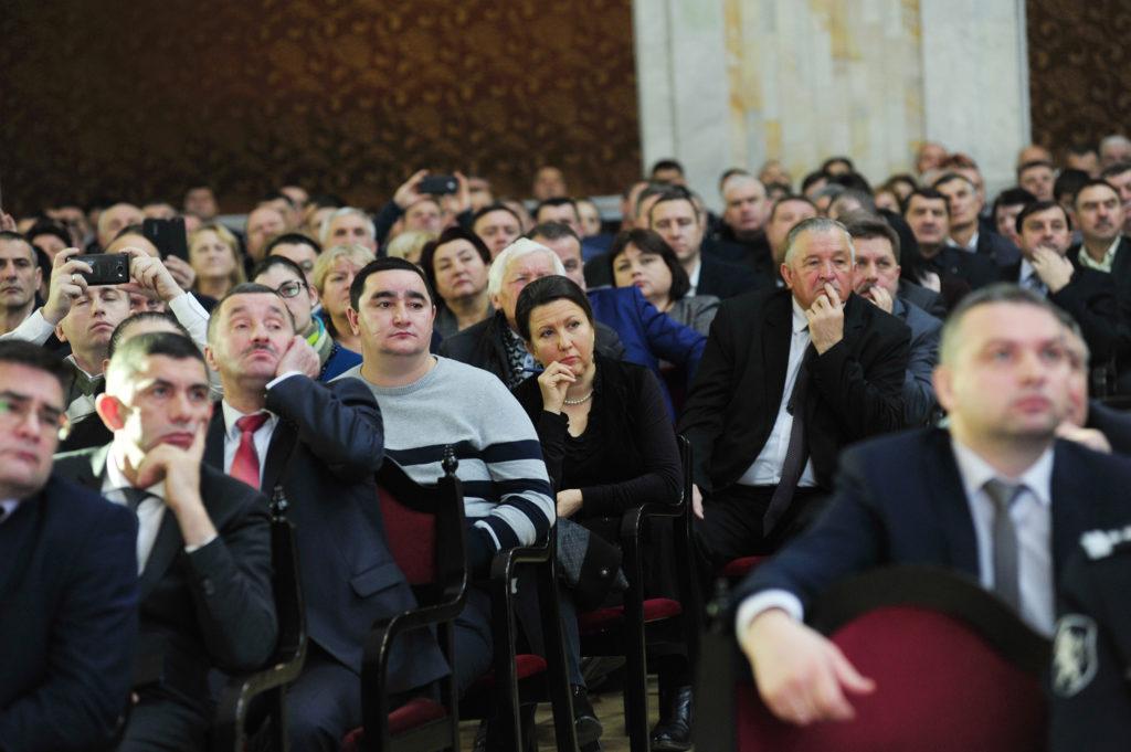 «Чужих в этом зале нет». Премьер Кику пообещал мэрам «днем и ночью» быть в их распоряжении