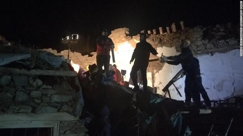 FOTO/VIDEO 20 de morți în Turcia, în urma unui cutremur cu magnitudinea 6.8