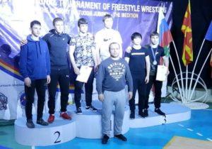 Трое спортсменов из Гагаузии завоевали серебряные медали на международном турнире по вольной борьбе