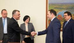Премьер Кику встретился сдиректором внешнеполитической службы ЕСЛюком Девинем. Очем они…