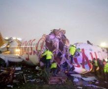 ВСтамбуле самолет съехал свзлетно-посадочной полосы иразвалился. Это снова Boeing