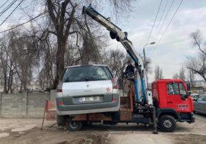 Cât de des se evacuează la Chișinău automobilele parcate neregulamentar? Răspunsul poliției