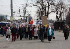 Протест против Додона дошел доРоссийского посольства вМолдове. Участники требовали ухода российской армии (ВИДЕО)