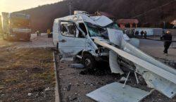 Микроавтобус сгражданами Молдовы столкнулся с грузовиком вРумынии