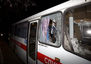 ВУкраине закидали камнями автобусы сприбывшими изКитая украинцами. Есть пострадавшие (ВИДЕО)