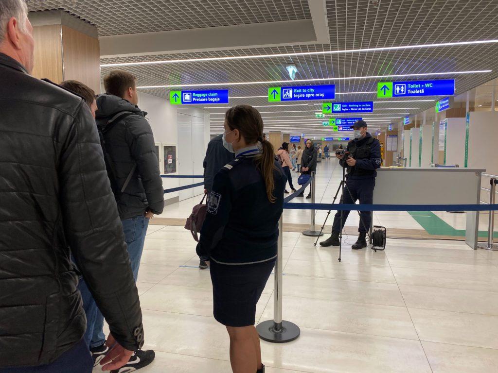 FOTO/VIDEO Cum sunt verificați pasagerii de pe Aeroportul Internațional Chișinău în contextul răspândirii coronavirusului