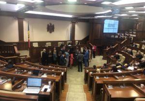 Заседание парламента закончилось досрочно. Что случилось? (ВИДЕО)