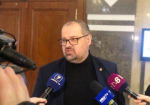Половина зарубежных телеканалов в Молдове могут исчезнуть. Что не так с поправкой социалиста Лебединского?