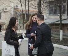 «Proimobil.md» a distribuit măști medicinale pe străzile capitalei: «Aveți grijă de sănătatea Dvs și a noastră!»