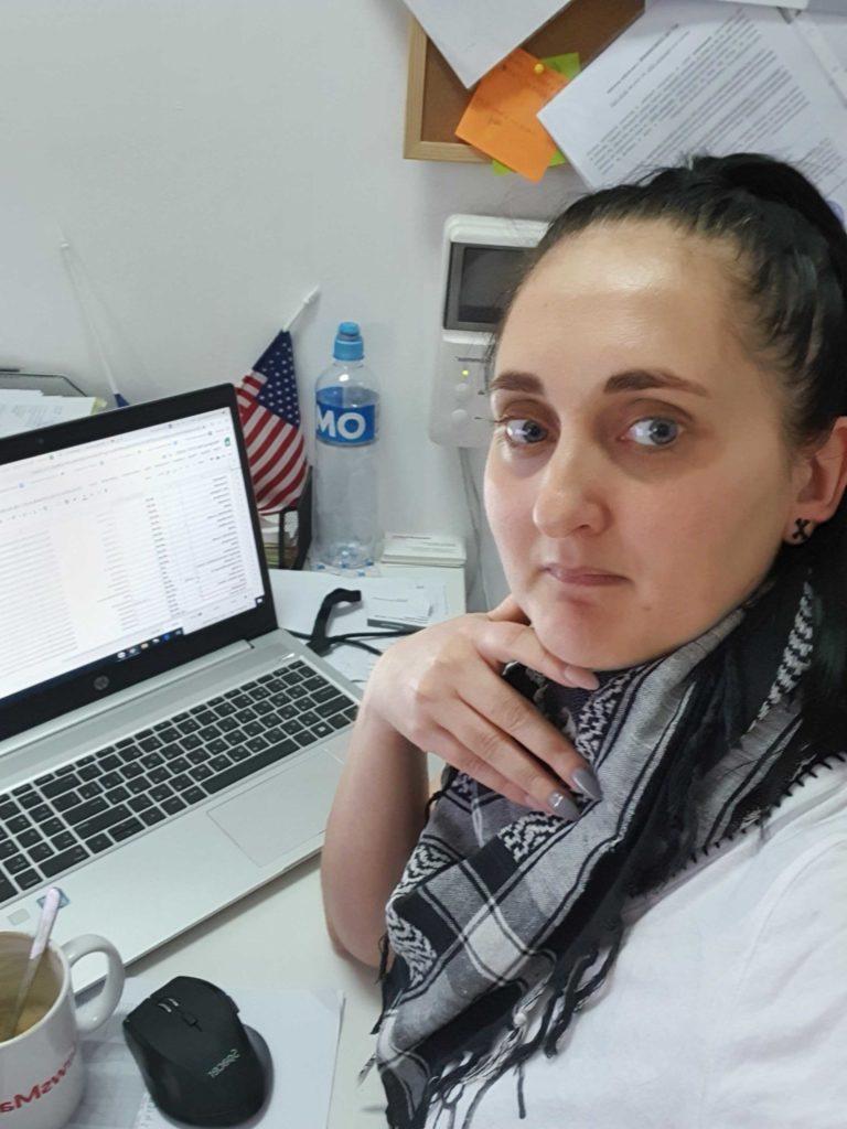 Patul transformat în loc de muncă, cum lucrează mama acasă și liniștea mortală din redacție. Jurnalul de luni al directorului executiv și financiar al NM, Olga Cenușa