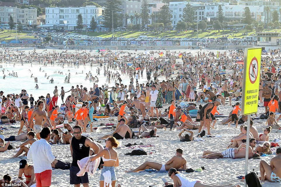 FOTO Mii de australieni au ignorat carantina și au ieșit la plajă în timpul pandemiei de COVID-19
