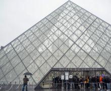 Лувр временно закрыли для посещений из-за коронавируса