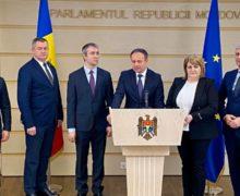 """""""Ostaticul acestei situații jenante a devenit Andrian Candu"""". Al treilea deputat părăsește grupul parlamentar Pro Moldova"""