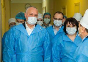 Salarii duble pentru angajații din domeniul sănătății? Dodon va declara 2020 anul lucrătorului medical