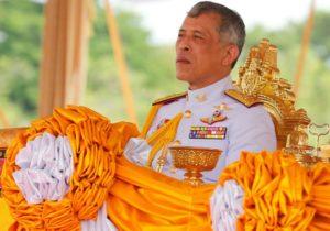 Regele Thailandei s-a izolat într-un hotel din Germania alături de 20 de femei. Acesta a închiriat toate camerele din hotel