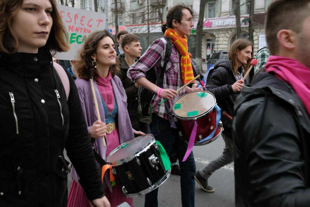 «Мы— внучки тех ведьм, которых вынесожгли». Как вКишиневе проходил Марш солидарности. Репортаж NM