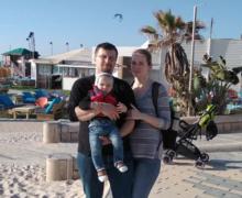 «Они ждут указания отруководства, ауказания непоступают». Интервью NMcсемьей изМолдовы, застрявшей накарантине вИзраиле (ВИДЕО)