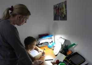 «Вот там жесть». Как родителям школьников дается онлайн обучение. ПодкастNM