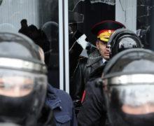 Протестующий разбил дверь вздании правительства. Полиция открыла уголовное дело