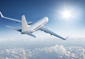 Unele companii aviatice ar putea impune vaccinul anti-COVID drept condiție obligatorie pentru pasageri