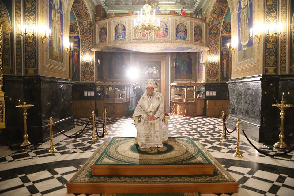 Молились о здоровье и терпении. Как в Кафедральном соборе прошла пасхальная служба (ФОТО)