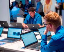 Ministerul Educației: Peste 20 000 de laptopuri, calculatoare sau tablete vor fi transmise școlilor până la sfârșitul acestui an