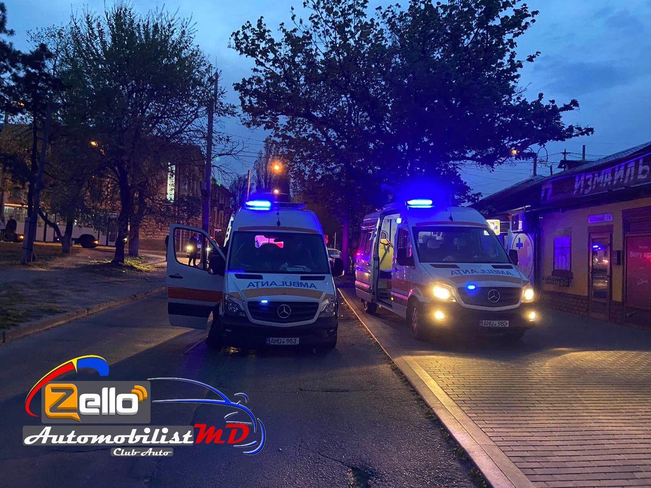 ВКишиневе попала ваварию машина скорой помощи. Скорая везла пациента ссимптомами коронавируса (ФОТО)