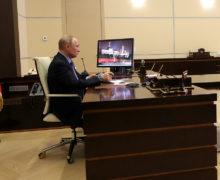 Путин продлил выходные вРоссии до конца месяца