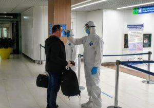 """""""Unii moldoveni iau preparate pentru a ascunde că sunt febrili"""". Autoritățile îndeamnă moldovenii să nu ascundă simptomele de COVID-19"""