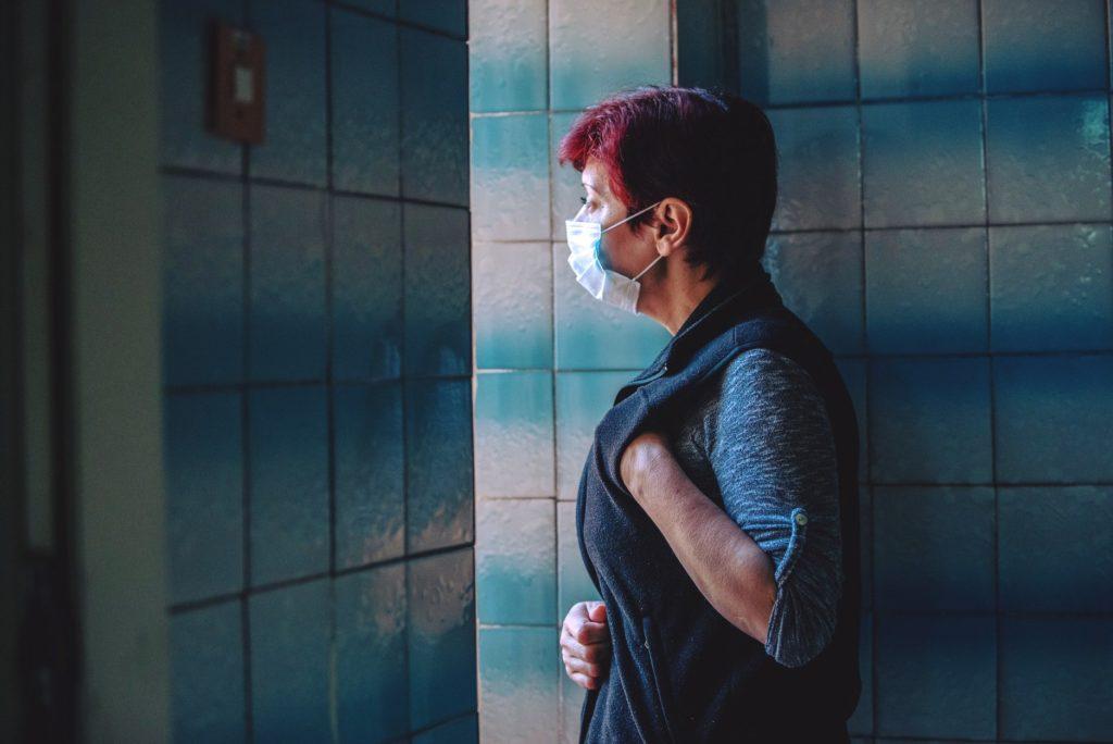 «Понимаю, страх может парализовать». Зараженная коронавирусом медсестра из Молдовы рассказала о ходе лечения