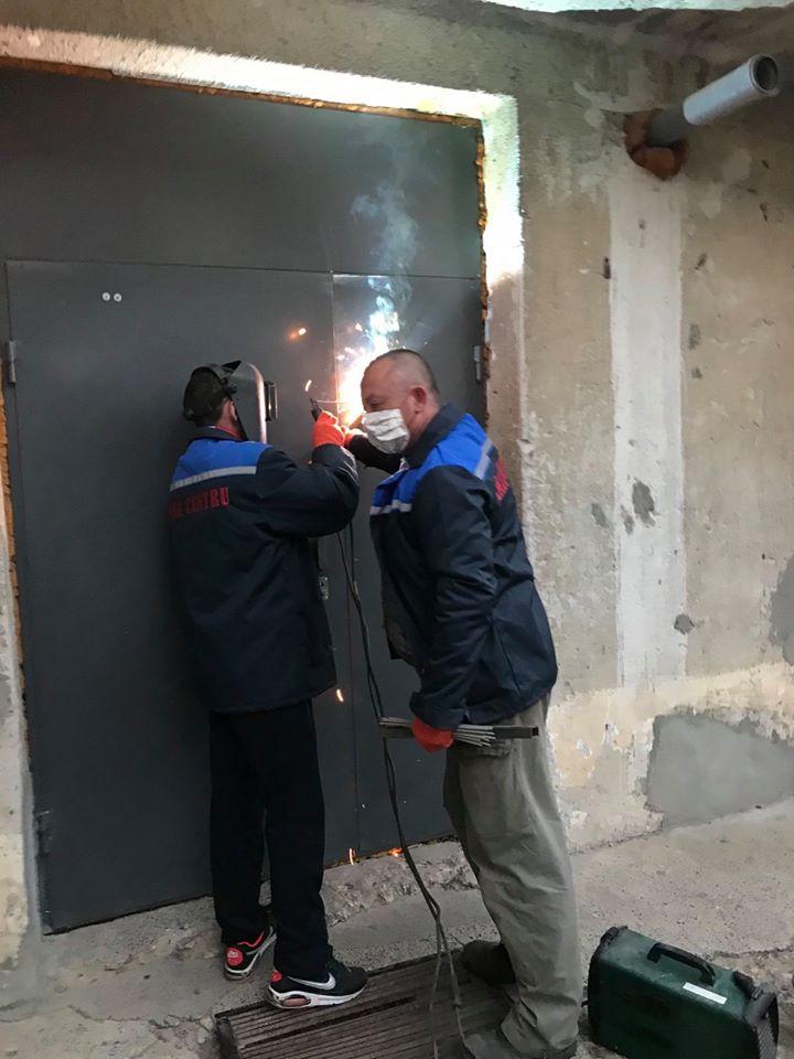 В Кишиневе в доме на карантине заварили входную дверь, чтобы никто не выходил. Это нормально?