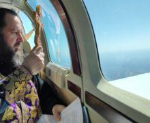 Над Молдовой пролетел самолет с двумя иконами. Так церковь борется с коронавирусом (ФОТО)